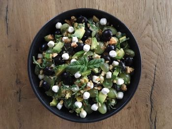 Grape salad with goad cheese, walnuts and basil